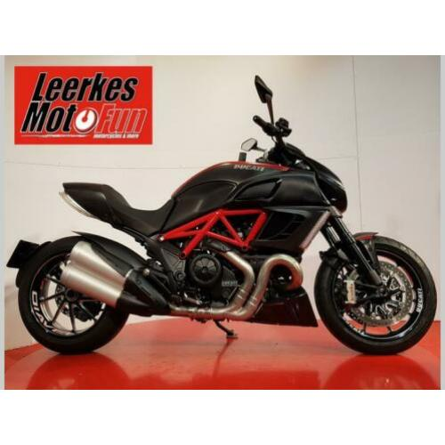 Ducati Diavel 1200 Carbon ABS rood / zwart (2011)